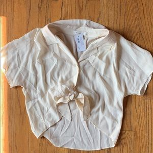 Mod ref beautiful tie up button blouse ♥️